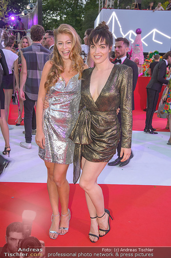 LifeBall 2018 - Red Carpet - Rathaus - Sa 02.06.2018 - Verena ALTENBERGER, Zoe STRAUB155