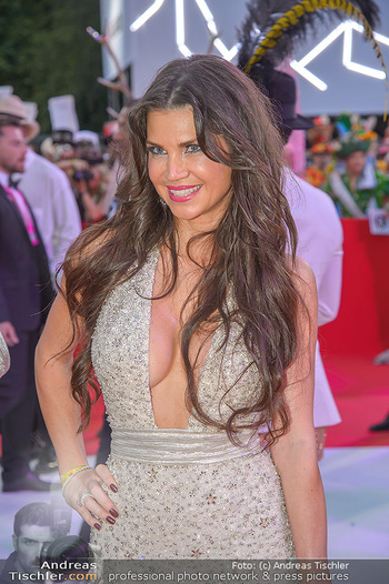 LifeBall 2018 - Red Carpet - Rathaus - Sa 02.06.2018 - Leona K�NIG (Portrait)160