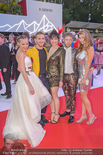 LifeBall 2018 - Red Carpet - Rathaus - Sa 02.06.2018 - Verena ALTENBERGER, Zoe STRAUB, Missy MAY, Nathan TRENT, Markus 161