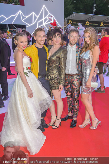LifeBall 2018 - Red Carpet - Rathaus - Sa 02.06.2018 - Verena ALTENBERGER, Zoe STRAUB, Missy MAY, Nathan TRENT, Markus 162