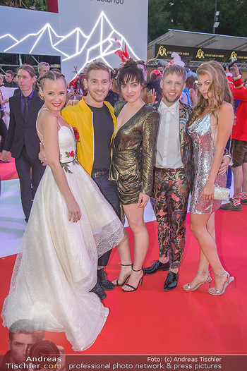 LifeBall 2018 - Red Carpet - Rathaus - Sa 02.06.2018 - Verena ALTENBERGER, Zoe STRAUB, Missy MAY, Nathan TRENT, Markus 163