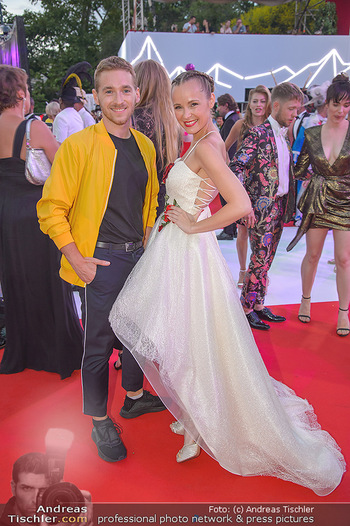 LifeBall 2018 - Red Carpet - Rathaus - Sa 02.06.2018 - Missy MAY, Nathan TRENT164