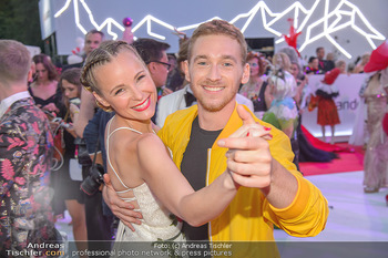 LifeBall 2018 - Red Carpet - Rathaus - Sa 02.06.2018 - Missy MAY, Nathan TRENT165