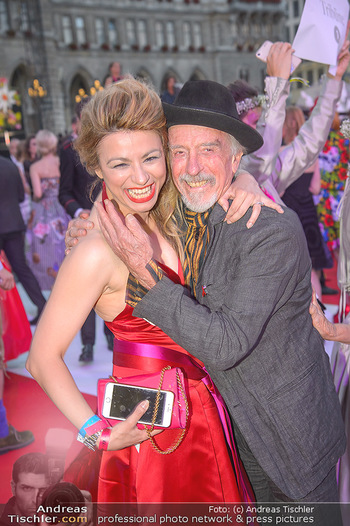 LifeBall 2018 - Red Carpet - Rathaus - Sa 02.06.2018 - Amra BERGMANN, Arik BRAUER168