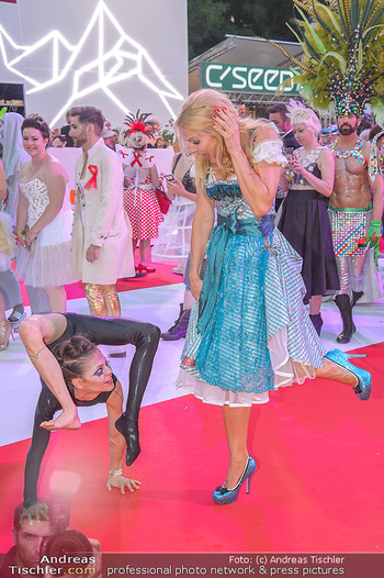 LifeBall 2018 - Red Carpet - Rathaus - Sa 02.06.2018 - Sonya KRAUS173