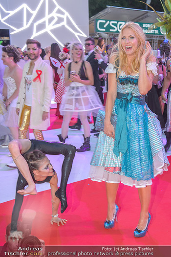 LifeBall 2018 - Red Carpet - Rathaus - Sa 02.06.2018 - Sonya KRAUS174