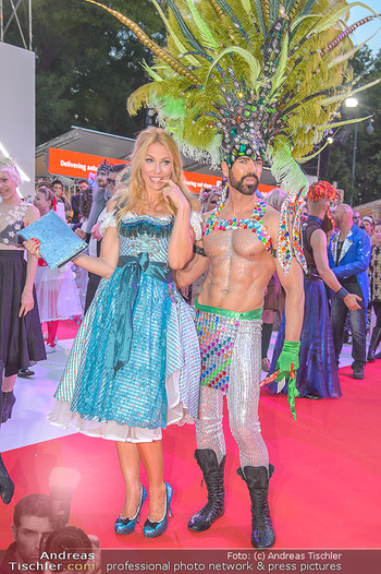 LifeBall 2018 - Red Carpet - Rathaus - Sa 02.06.2018 - Sonya KRAUS175