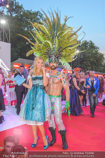 LifeBall 2018 - Red Carpet - Rathaus - Sa 02.06.2018 - Sonya KRAUS176