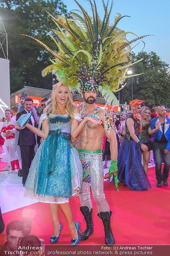 LifeBall 2018 - Red Carpet - Rathaus - Sa 02.06.2018 - Sonya KRAUS177