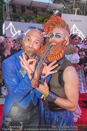 LifeBall 2018 - Red Carpet - Rathaus - Sa 02.06.2018 - Roman GREGORY178