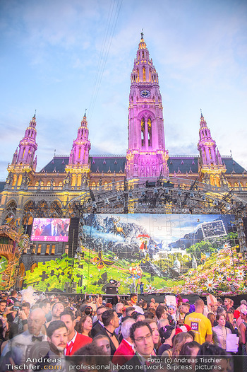 LifeBall 2018 - Red Carpet - Rathaus - Sa 02.06.2018 - Rathaus mit B�hnenbild Salzburg - Sound of music188
