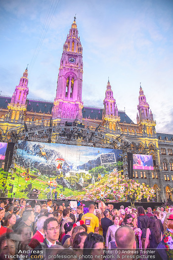 LifeBall 2018 - Red Carpet - Rathaus - Sa 02.06.2018 - Rathaus mit B�hnenbild Salzburg - Sound of music189