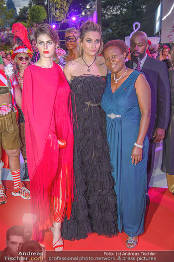 LifeBall 2018 - Red Carpet - Rathaus - Sa 02.06.2018 - Paris JACKSON, Alexandra DADDARIO190