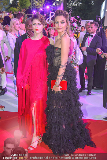LifeBall 2018 - Red Carpet - Rathaus - Sa 02.06.2018 - Paris JACKSON, Alexandra DADDARIO191