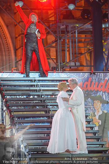 Lifeball 2018 - Eröffnung - Rathaus - Sa 02.06.2018 - Jonas KAUFMANN traut Conchita (Wurst) und Herbert F�TTINGER136