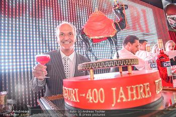 400 Jahre Schwarzes Kameel mit Campari - Zum schwarzen Kameel - Mi 06.06.2018 - Peter FRIESE mit Geburtstagstorte1
