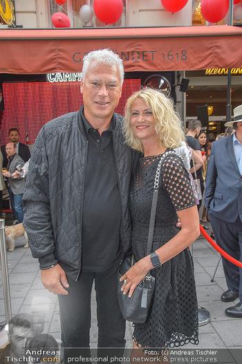 400 Jahre Schwarzes Kameel mit Campari - Zum schwarzen Kameel - Mi 06.06.2018 - Toni POLSTER mit Freundin Birgit48