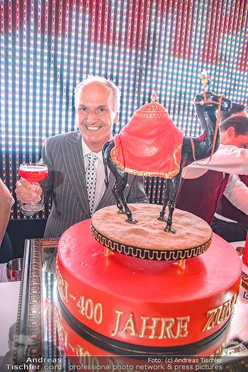 400 Jahre Schwarzes Kameel mit Campari - Zum schwarzen Kameel - Mi 06.06.2018 - Peter FRIESE mit Geburtstagstorte95