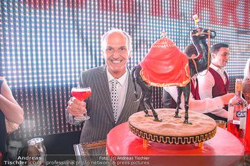 400 Jahre Schwarzes Kameel mit Campari - Zum schwarzen Kameel - Mi 06.06.2018 - Peter FRIESE mit Geburtstagstorte98