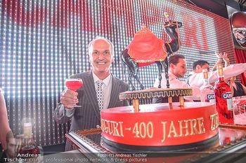 400 Jahre Schwarzes Kameel mit Campari - Zum schwarzen Kameel - Mi 06.06.2018 - Peter FRIESE mit Geburtstagstorte99