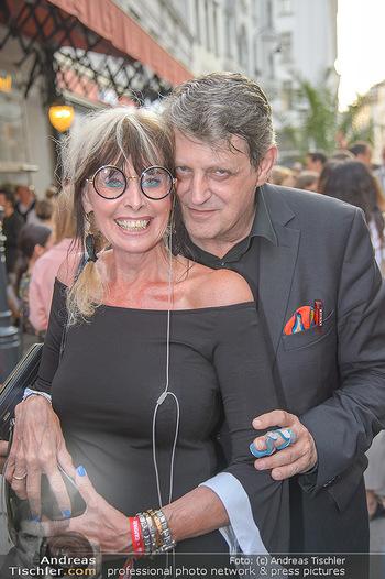 400 Jahre Schwarzes Kameel mit Campari - Zum schwarzen Kameel - Mi 06.06.2018 - Dieter CHMELAR mit Ehefrau112
