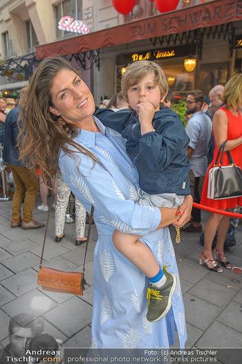 400 Jahre Schwarzes Kameel mit Campari - Zum schwarzen Kameel - Mi 06.06.2018 - Anna HUBER mit Sohn Frederick (Cookie)115
