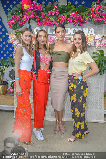 Calzedonia Beach Party - Tel Aviv Beach Club - Do 07.06.2018 - Natalie KREUZMAYR mit Schwester Julia, Julia FURDEA, Rebecca MIR30