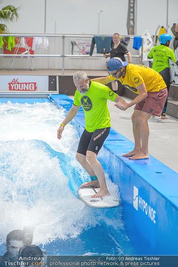 Saisonstart - CityWave SCS Multiplex - Fr 08.06.2018 - Gedeon BURKHARD beim Surfen, Surfbrett, Wellenreiten54