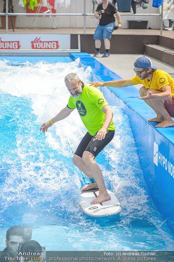 Saisonstart - CityWave SCS Multiplex - Fr 08.06.2018 - Gedeon BURKHARD beim Surfen, Surfbrett, Wellenreiten55