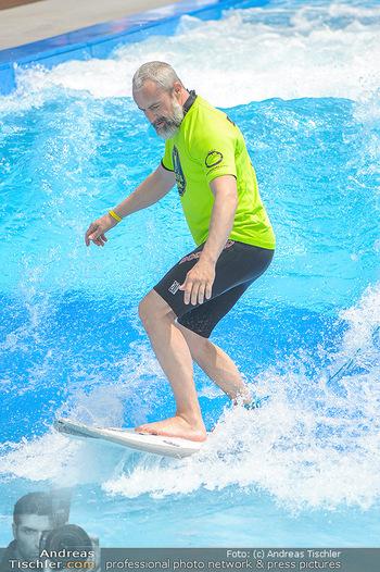 Saisonstart - CityWave SCS Multiplex - Fr 08.06.2018 - Gedeon BURKHARD beim Surfen, Surfbrett, Wellenreiten59