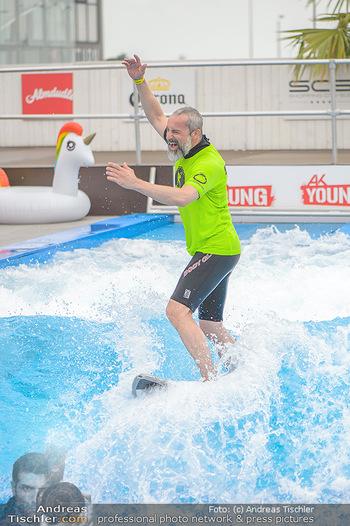 Saisonstart - CityWave SCS Multiplex - Fr 08.06.2018 - Gedeon BURKHARD beim Surfen, Surfbrett, Wellenreiten71