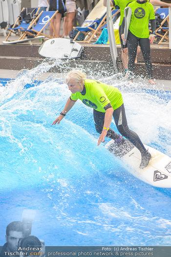 Saisonstart - CityWave SCS Multiplex - Fr 08.06.2018 - Susi KIMASCHEWSKI beim Surfen, Surfbrett, Wellenreiten83