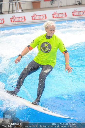 Saisonstart - CityWave SCS Multiplex - Fr 08.06.2018 - Susi KIMASCHEWSKI beim Surfen, Surfbrett, Wellenreiten84