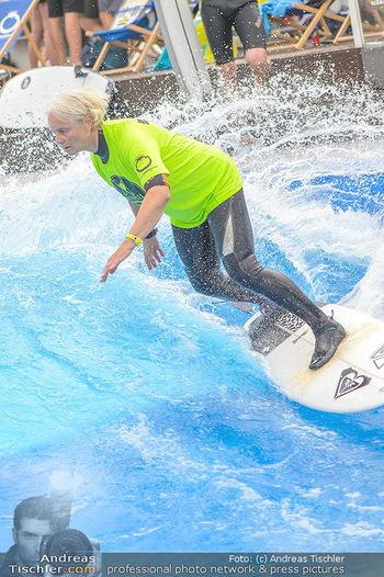 Saisonstart - CityWave SCS Multiplex - Fr 08.06.2018 - Susi KIMASCHEWSKI beim Surfen, Surfbrett, Wellenreiten85