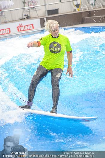 Saisonstart - CityWave SCS Multiplex - Fr 08.06.2018 - Susi KIMASCHEWSKI beim Surfen, Surfbrett, Wellenreiten86