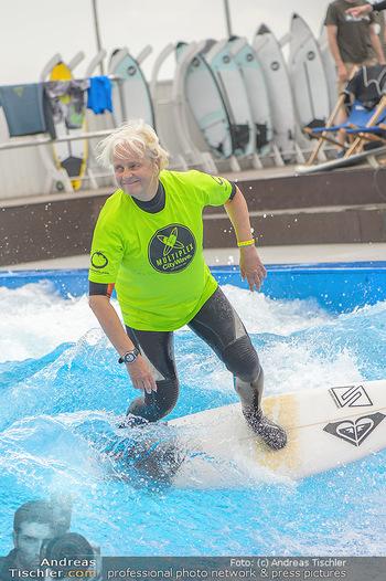 Saisonstart - CityWave SCS Multiplex - Fr 08.06.2018 - Susi KIMASCHEWSKI beim Surfen, Surfbrett, Wellenreiten88