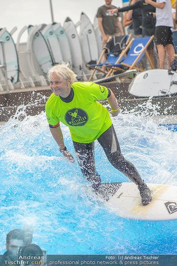 Saisonstart - CityWave SCS Multiplex - Fr 08.06.2018 - Susi KIMASCHEWSKI beim Surfen, Surfbrett, Wellenreiten89