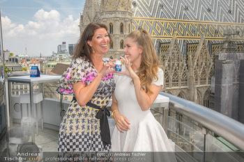 Victoria Swarovski für Orbit - Do&Co Wintergarten Stephansplatz - Mo 11.06.2018 - Victoria SWAROVSKI wird interviewt von Marion NACHTWEY21