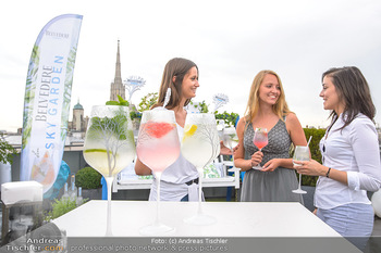 Belvedere Sky Garden - On Top Hypo NOE - Di 12.06.2018 - Drinks mit Stephansdom im Hintergrund, junge Frauen27