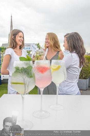 Belvedere Sky Garden - On Top Hypo NOE - Di 12.06.2018 - Drinks mit Stephansdom im Hintergrund, junge Frauen30