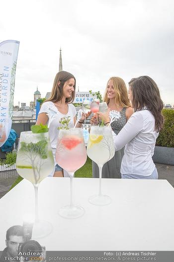 Belvedere Sky Garden - On Top Hypo NOE - Di 12.06.2018 - Drinks mit Stephansdom im Hintergrund, junge Frauen33