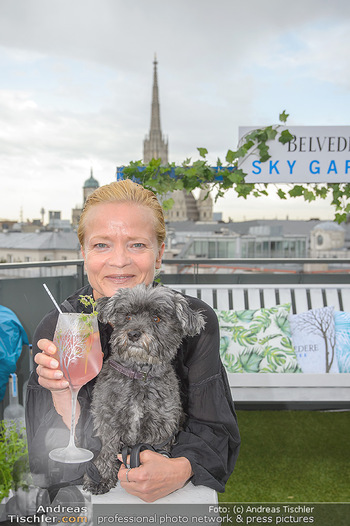 Belvedere Sky Garden - On Top Hypo NOE - Di 12.06.2018 - Michou FRIESZ mit Hund Elli39