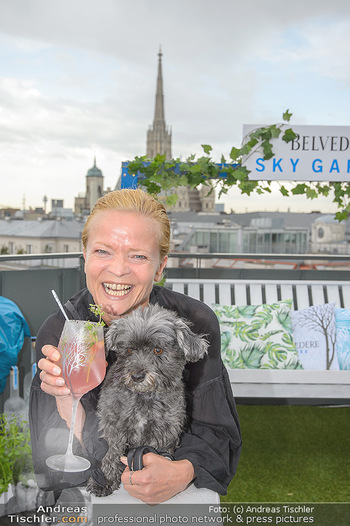 Belvedere Sky Garden - On Top Hypo NOE - Di 12.06.2018 - Michou FRIESZ mit Hund Elli40