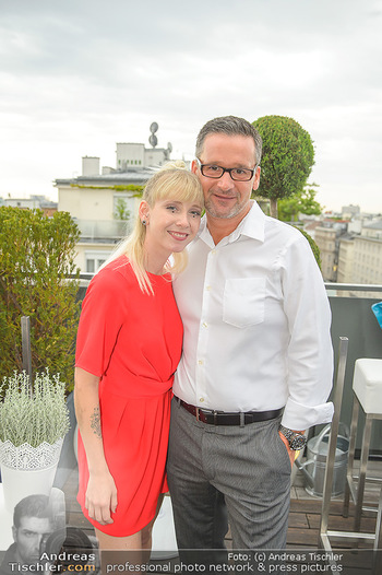 Belvedere Sky Garden - On Top Hypo NOE - Di 12.06.2018 - Rebecca RAPP mit Freund Manfred LUGER117