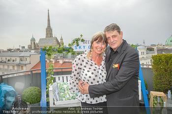 Belvedere Sky Garden - On Top Hypo NOE - Di 12.06.2018 - Dieter CHMELAR mit Ehefrau120