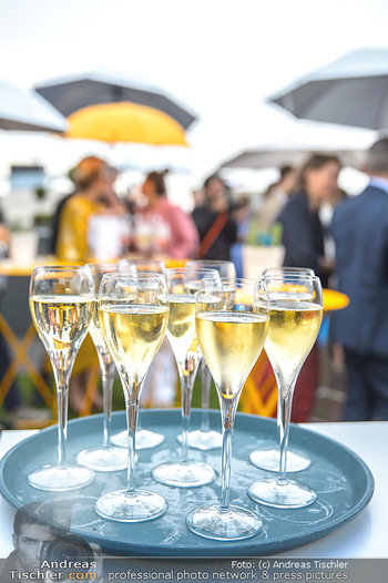 Belvedere Sky Garden - On Top Hypo NOE - Di 12.06.2018 - Sektgläser, Alkohol, Feiern, Party, Tablet, Champagner132