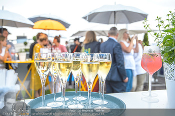 Belvedere Sky Garden - On Top Hypo NOE - Di 12.06.2018 - Sektgläser, Alkohol, Feiern, Party, Tablet, Champagner133