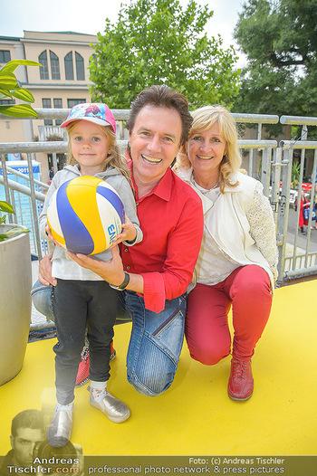 Promi Beachvolleyball - Strandbad Baden - Mi 13.06.2018 - Kurt ELSASSER mit Frau Brigitte und Tochter Jeniffer10