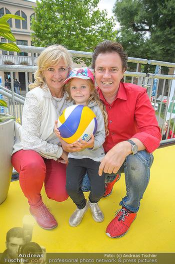 Promi Beachvolleyball - Strandbad Baden - Mi 13.06.2018 - Kurt ELSASSER mit Frau Brigitte und Tochter Jeniffer11