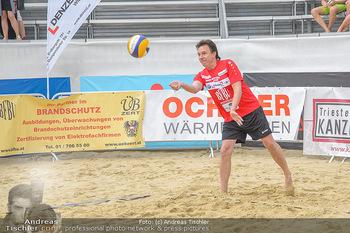 Promi Beachvolleyball - Strandbad Baden - Mi 13.06.2018 - Kurt ELSASSER beim Aufschlag82